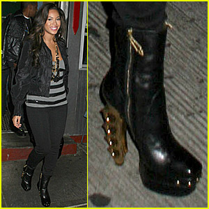 beyonce-brass-knuckle-boots